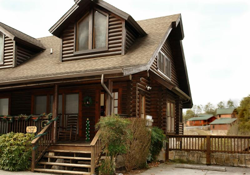 Welcome to Dainty's Digs duplex cabin - Unique 2 BR 2 Ba Cabin close to Pigeon Forge Pkway dd - Pigeon Forge - rentals