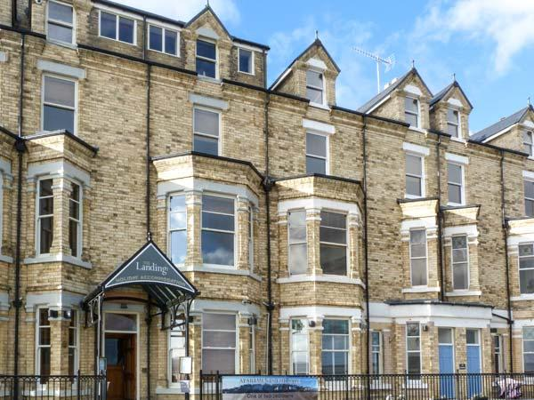 20 THE MOORINGS, romantic apartment, seaside location, overlooking the beach, in Filey, Ref. 28962 - Image 1 - Filey - rentals