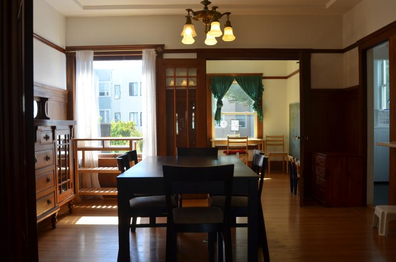 Formal dinning room and adjacent sunroom - Warm home in best location, Parking and Yard! - San Francisco - rentals
