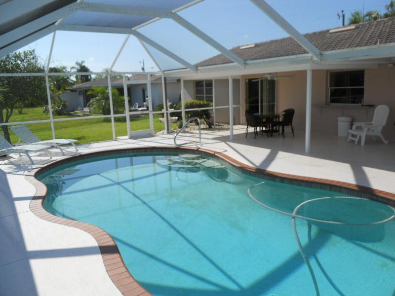 Cozy Waterfront Se Cape Coral Retreat Wifi Heated Pool - Image 1 - Cape Coral - rentals