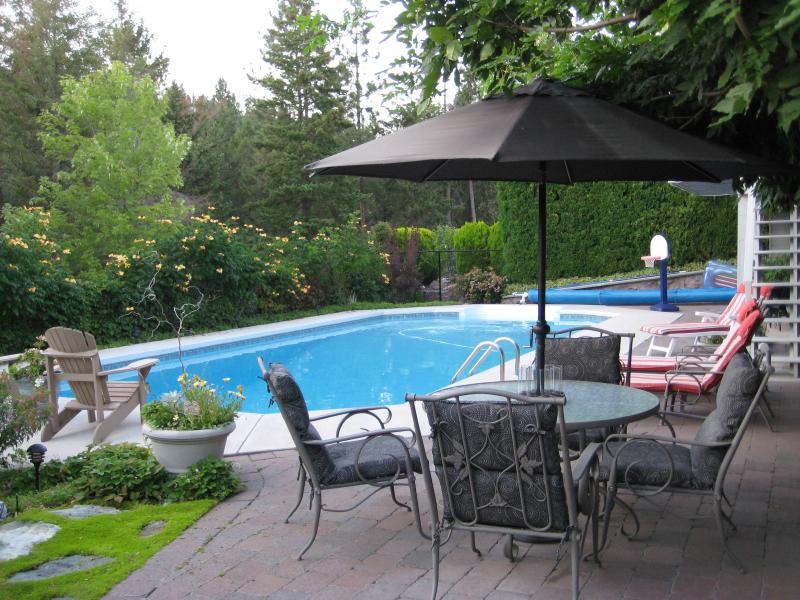 A nice private place to relax - Kelowna Executive Home with Pool and Hot Tub - Kelowna - rentals
