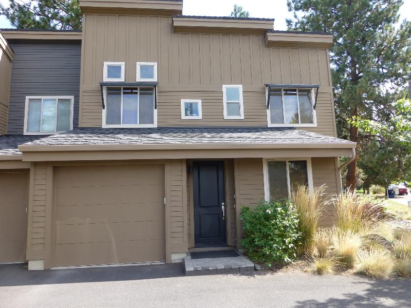 Front - 2 BDR Luxury Old Mill District Townhouse - Bend - rentals