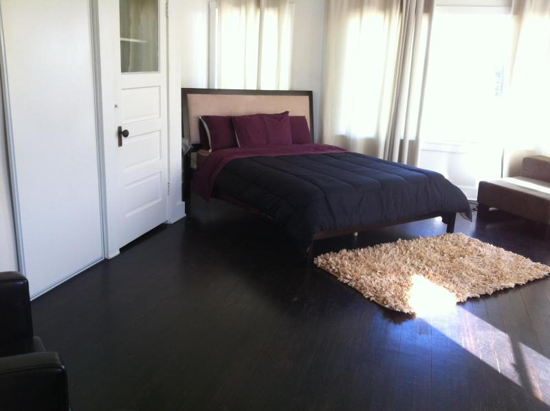 Bedroom with Queensize bed - Just another Day in Paradise at the Beach - Venice Beach - rentals