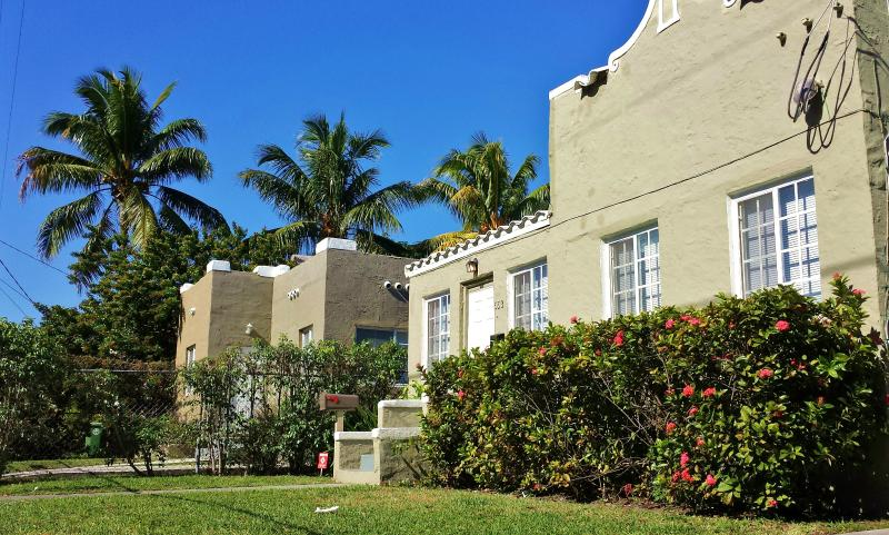 GALLERY HOUSE  - RECENTLY RENOVATED, 10 MIN FROM THE BEACH - Image 1 - Miami - rentals