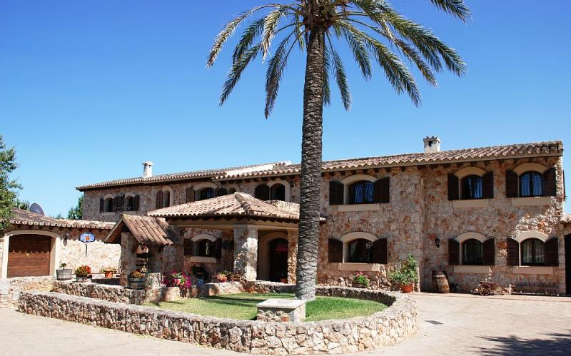 Front of house - Elegant Villa with pool and tennis court in Mallorca - 25 minutes from Palma - Consell - rentals
