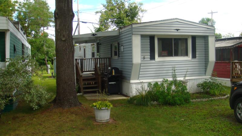 FRONT OF HOUSE - Lovely Cottage by Saratoga Lake - Saratoga Springs - rentals