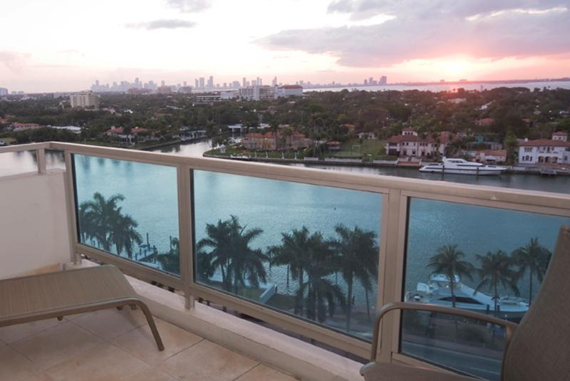 large spacious balconies - Junior 2 Bedroom 2 Bathroom right on the Ocean - Miami Beach - rentals
