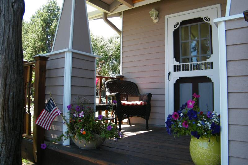 Front porch - Sweet's Retreat- Popular Westside Location- Close to pubs, resturants, shopping - Bend - rentals