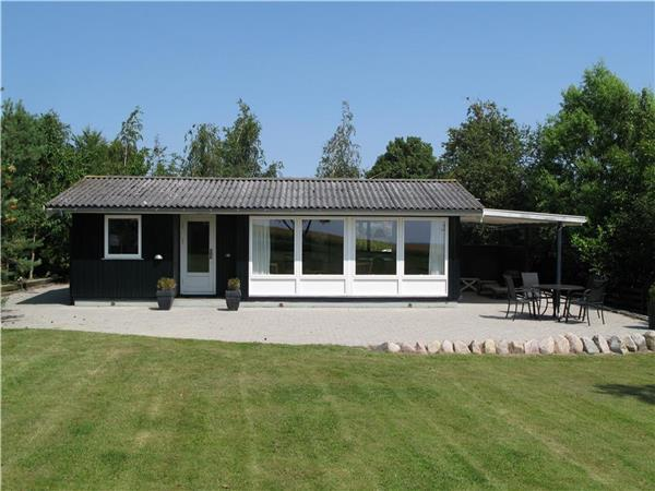 Renovated holiday house for 4 persons near the beach in Karrebæksminde - Image 1 - Karrebaeksminde - rentals