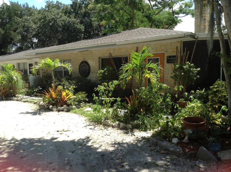 Front office - Quiet Downtown Oasis! - Bradenton - rentals