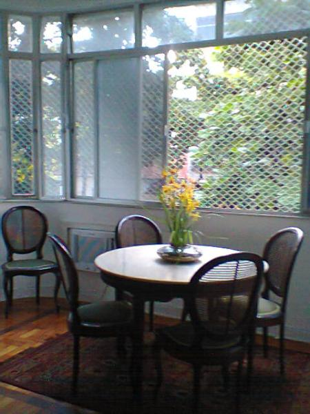 It is very pleasant to eat near the window - Your home in trendier Ipanema - Rio de Janeiro - rentals