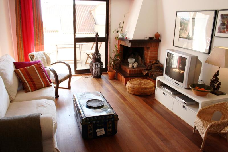 Living room with balcony - Perfect spot for seeing Lisbon and enjoy its coast - Oeiras - rentals