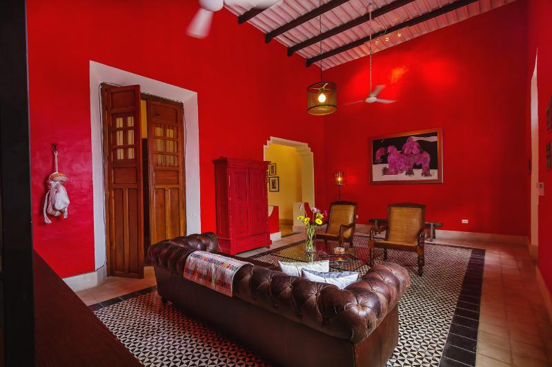 Central location and packed with amenites for a comfortable stay - Image 1 - Merida - rentals