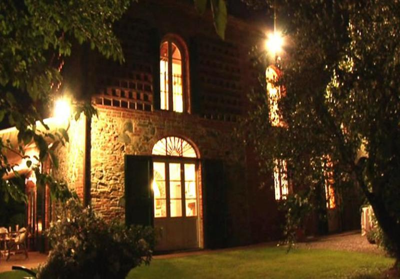 Night view of the villa - Farmhouse Nicole - Castelfranco Di Sotto - rentals