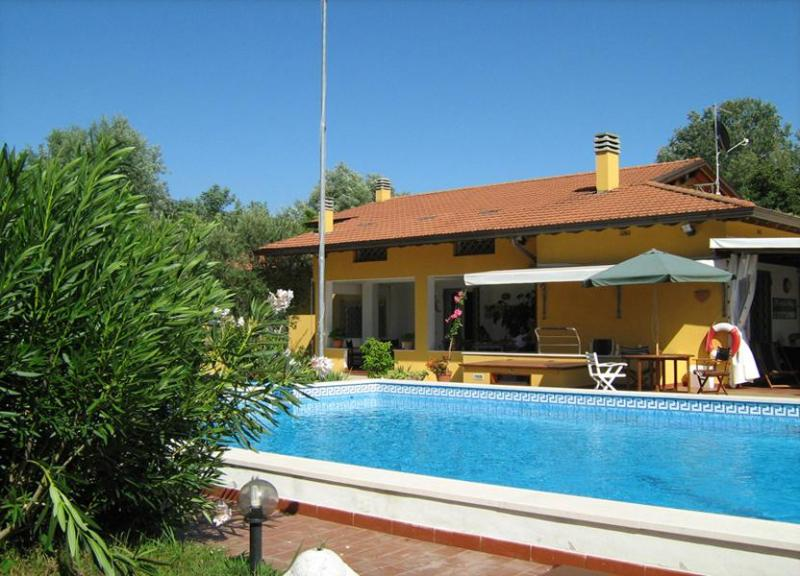 Main view of the villa and pool - Villa Conchiglia - Vaiano - rentals