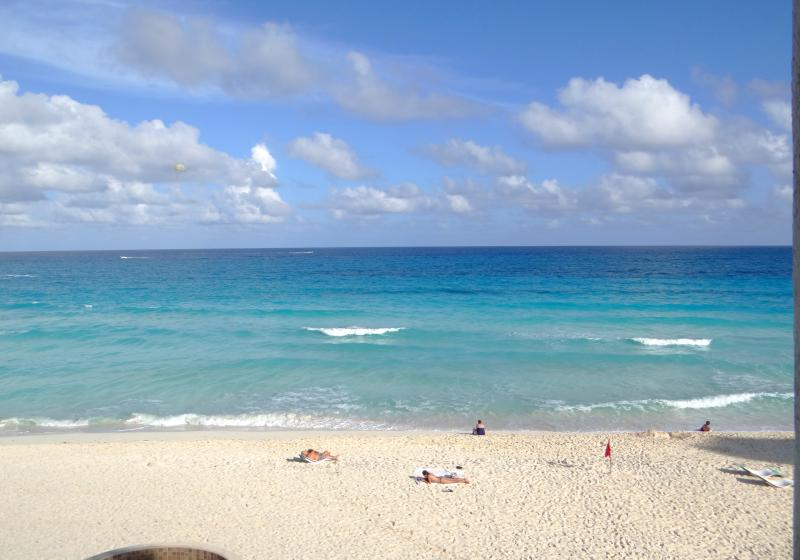 View from balcony - Cancun Beachfront Studio w/Private Balcony - Cancun - rentals