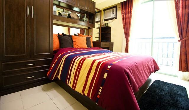 Classic but contemporary Queen Sized bed overlooking the city. Serene yet super breezy. Fresh clean air all the time. - 1 Bedroom Affordable  Daily, Weekly & Monthly Rate - Las Pinas - rentals