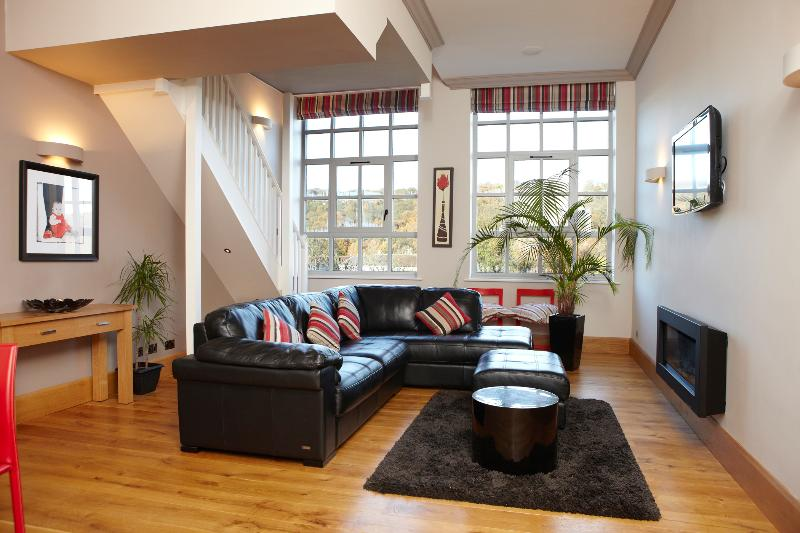 Large open plan living area - Stunning luxury 2bed apartment Salts Mill Saltaire - Shipley - rentals