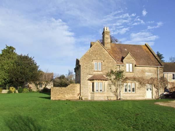 ROSEMARY COTTAGE, pet-friendly former rectory, open fire, garden, in Bredon's Norton near Tewkesbury, Ref 904726 - Image 1 - Tewkesbury - rentals
