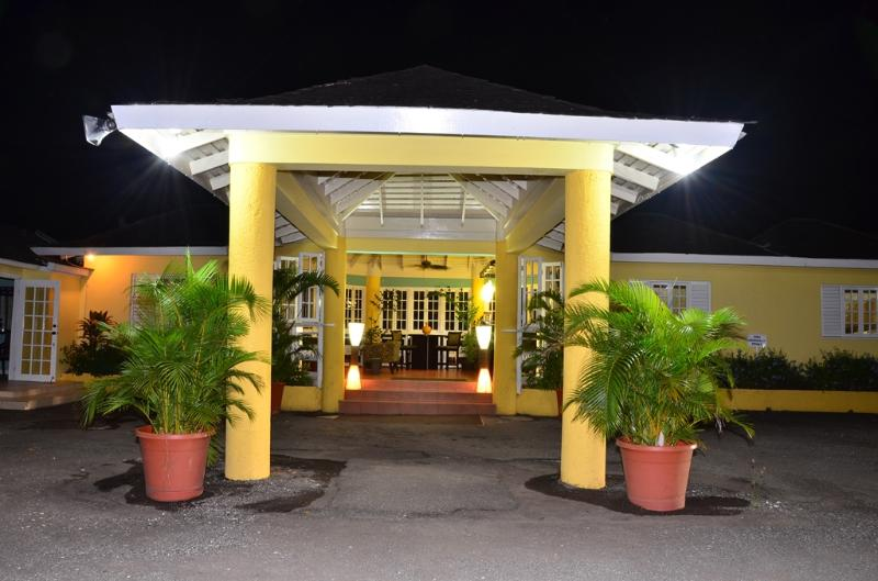 PARADISE MRR-132990-  STANDARD SUITES | SUPER KING-SIZE BED | OCHOS RIOS | TOP ATTRACTIONS - Image 1 - Ocho Rios - rentals