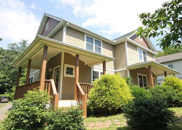 """Main1 - Walk to Downtown, Side """"A"""". Sunny and Bright! Wi-Fi, Quiet Neighborhood. - Asheville - rentals"""