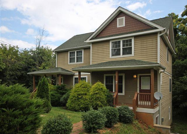 Outside - Walk to Downtown, Side B. Sunny, Bright! Wi-Fi, Quiet Neighborhood. - Asheville - rentals
