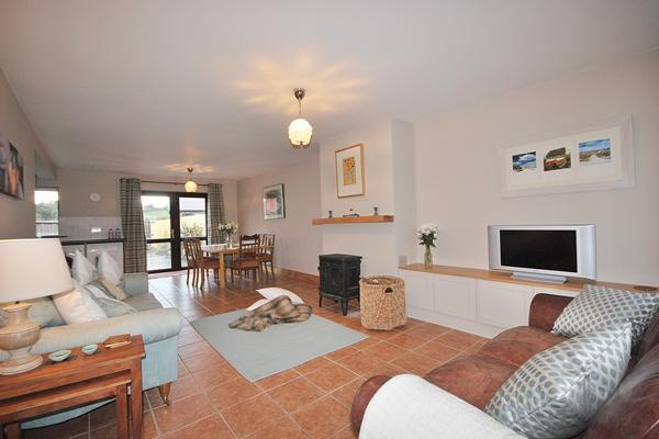 YNA Dingle Cottages - Pebble Cottage - Image 1 - Castlegregory - rentals