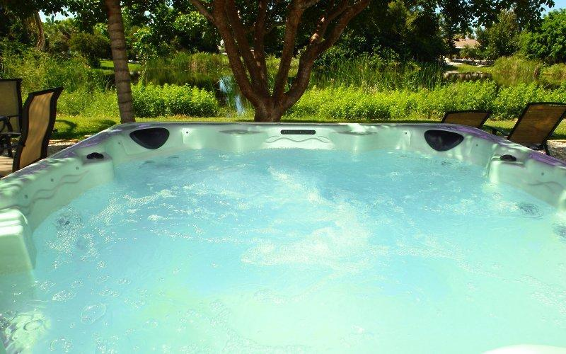 Large Whirl-Pool Hot-Tub - BeachAtoll - Fort Myers Beach - rentals