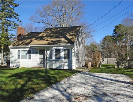 Our West Yarmouth home with shell driveway - Great Family Getaway - Just Renovated w New Kitchen etc - West Yarmouth - rentals