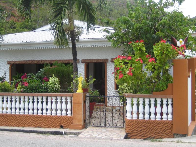 Family Holiday House with nice sea view - Image 1 - Praslin Island - rentals