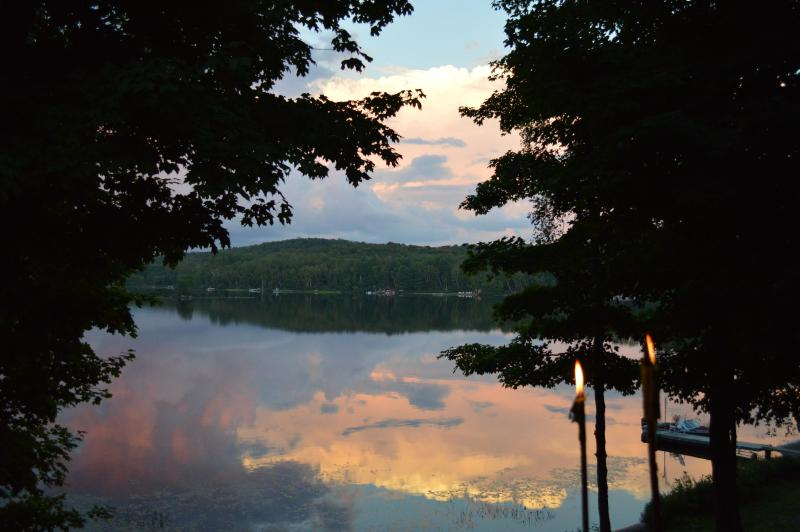 deck view - Beautiful Quiet Cottage on Fox Lake in Ontario (Price Reduced for Fall Weeks) - Huntsville - rentals