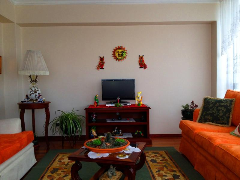 Living Room TV - Great 3B/2.5B with Friendly Hosts (Fluent English) - Quito - rentals