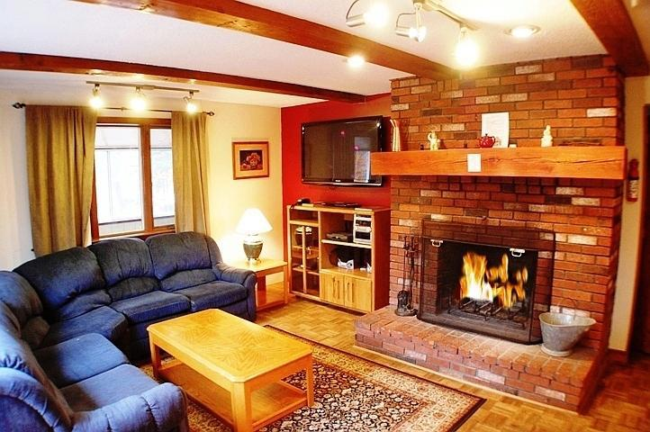 Sitting Room with Log Fireplace , Flat screen TV, Stereo and WiFi  - Spacious Mountain Home In Ideal Location - Glen - rentals