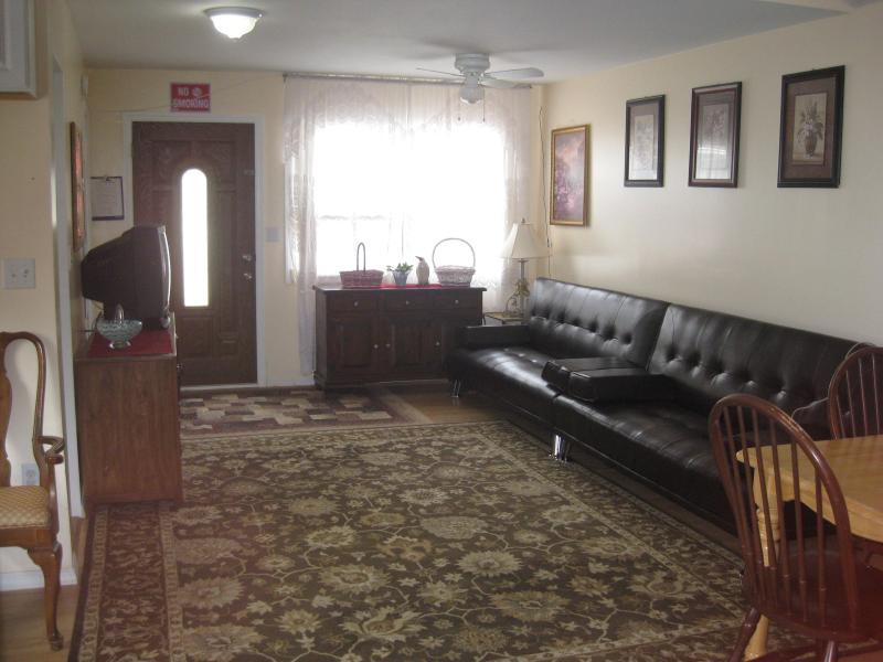 2BD house steps from the beach (832A) - Image 1 - Staten Island - rentals