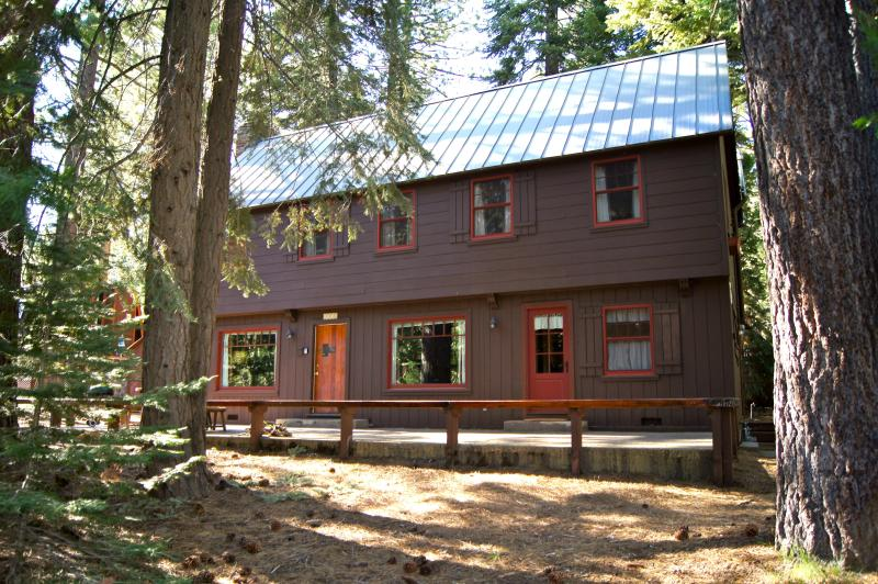 Roomy cabin with 1940's Old Tahoe charm - Chez Dumon, large cabin with 1940's vintage charm - Tahoe City - rentals