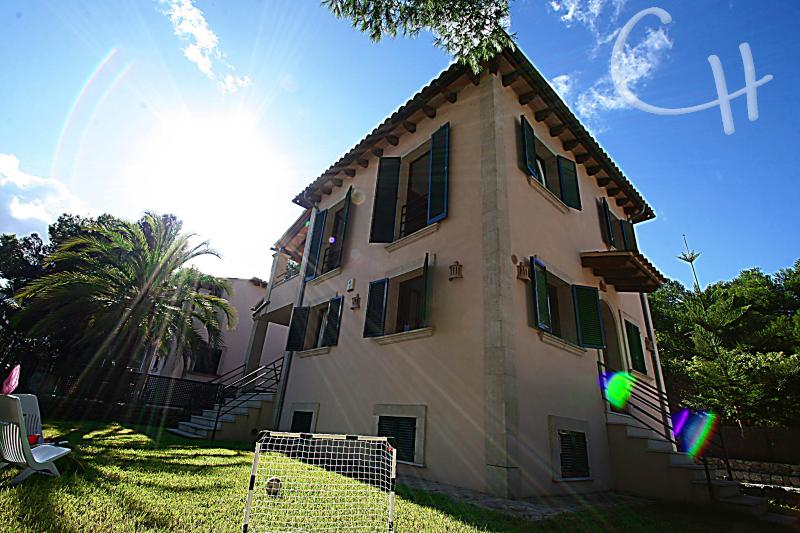 Beautiful house 100 meters from the beach - Image 1 - Alcudia - rentals