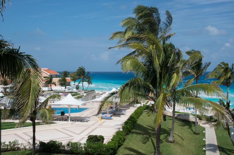 Luxurious three story beach front villa - Image 1 - Cancun - rentals