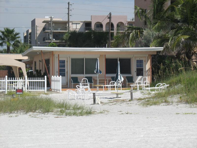 Groundfloor DIRECT BEACHFRONT! Step out the door and into the sand! - Groundfloor DIRECT BEACHFRONT in Indian Shores! - Indian Shores - rentals
