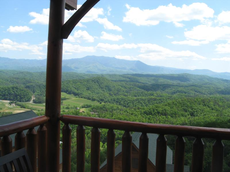 Awesome View - Luxury Vacation Cabin - Dominating Smoky Mnt View! - Pigeon Forge - rentals