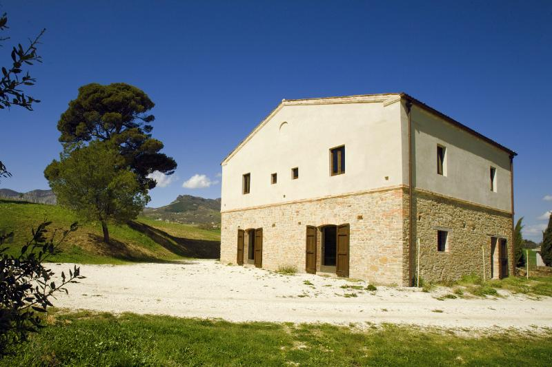 La Volpe farmhouse - Old stone farmhouse surronded by olive trees - Civitella Casanova - rentals