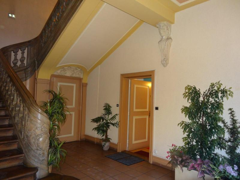 Building enterance Hall with wooden carved staircase - 5* RATED SUPERB FLAT, 1 MINUTE FROM PETITE VENISE - Colmar - rentals