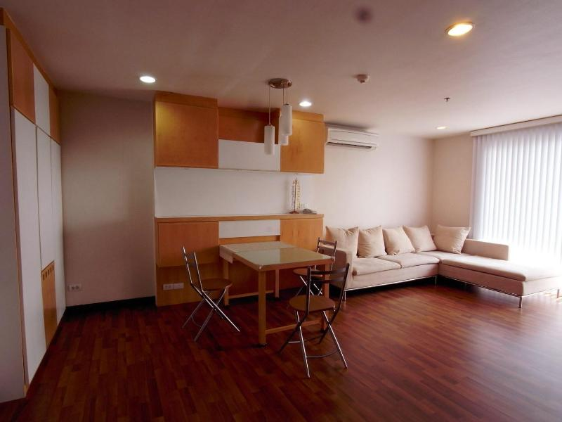 Spacious relaxing atmosphere - 59sqm 1BRsuite on Floor17 w pocket WIFIcum m-phone - Lat Yao - rentals