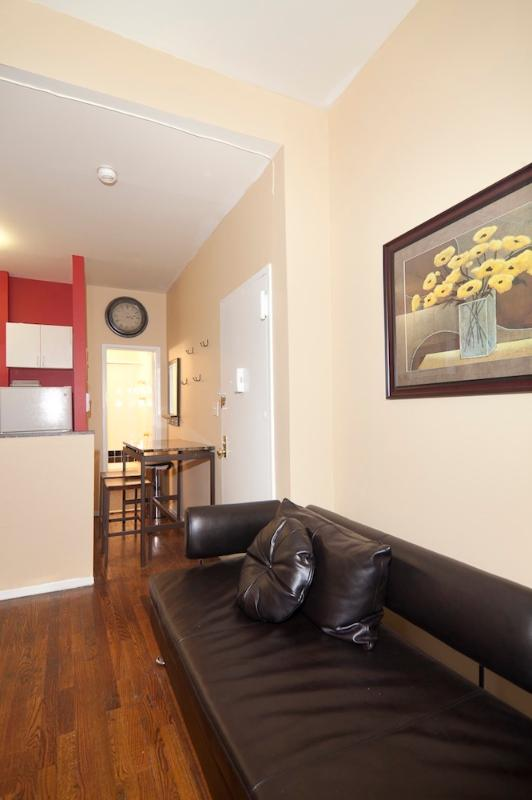 Living Room - Sleeps 5! 2 Bed/2 Bath Apartment, Times Square, Awesome! (8028) - New York City - rentals