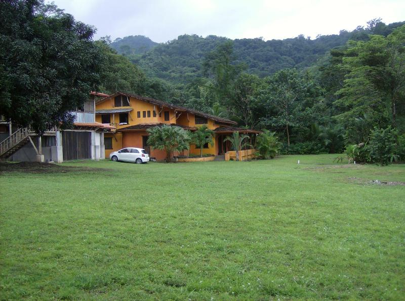 MAIN HOUSE AND GARAGE VIEW/ FRONT YARD - Spacius 4 Bedroom Villa Only Minutes From The Beach - Puntarenas - rentals