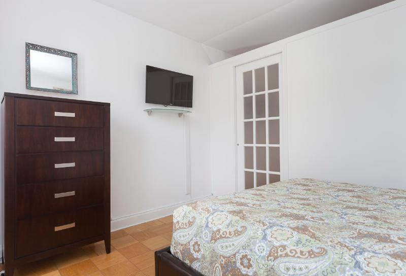Bedroom 3 linens included - Sleeps 7! 3 Bed/2 Bath Apartment, , Awesome! (8486) - New York City - rentals
