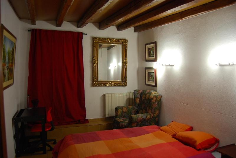 BEDROOM - DOUBLE ROOM CALLAO - SOL - GRAN VIA - Madrid - rentals