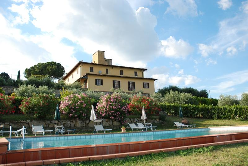 View from the pool to the Villa - Apartment in 15th century Villa on the Hills 1 - Impruneta - rentals