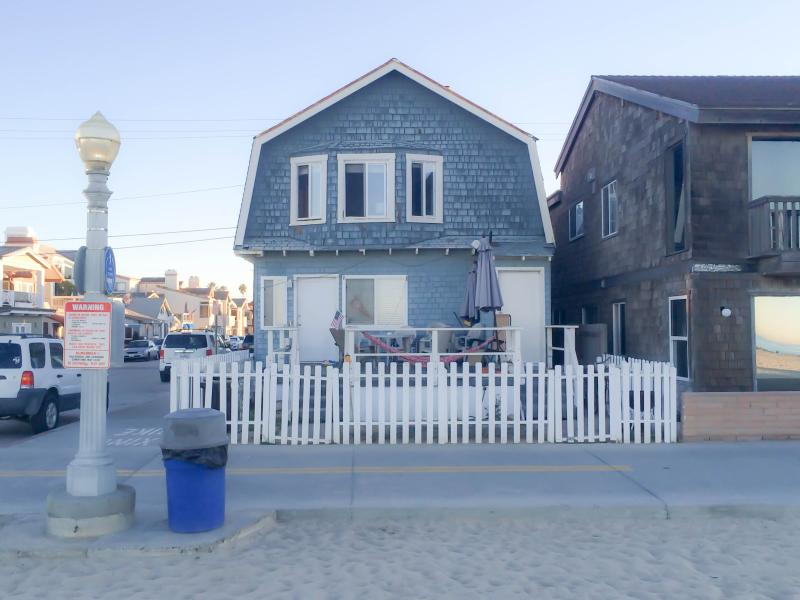 Clean and Comfy Beach Bungalow! (Lower Unit) - Image 1 - Newport Beach - rentals