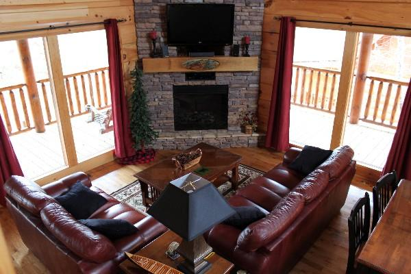 Hand carved mantle, leather furniture/ Flat screen tv with wifi enabled Blu ray player - Happy Trails Log Cabin in Bear Creek Crossing - Sevierville - rentals