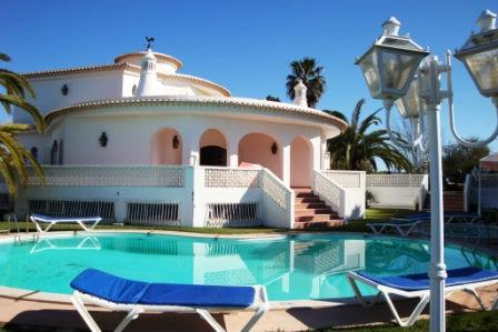 Beautiful Villa in olhos de Àgua with sea views - Image 1 - Albufeira - rentals